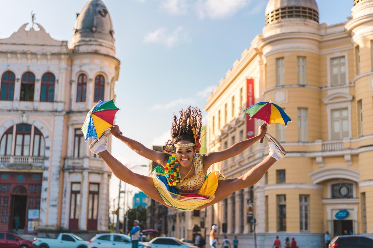 Bruna Renata e Manu Silva agitam o Game Station com aulas de dança