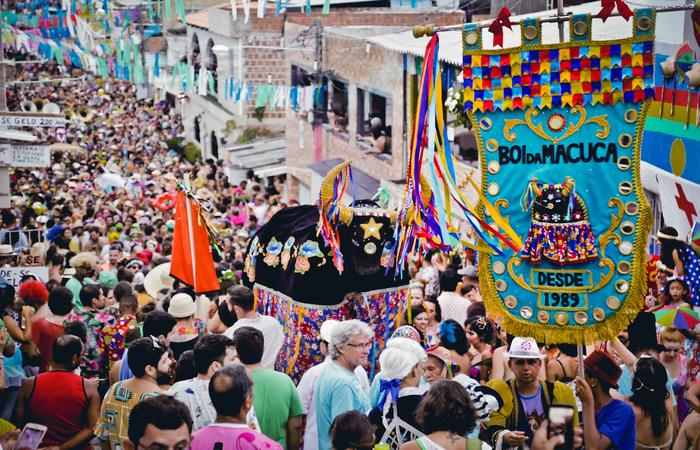 Boi da Macuca anima as ruas de Olinda durante a segunda de Carnaval
