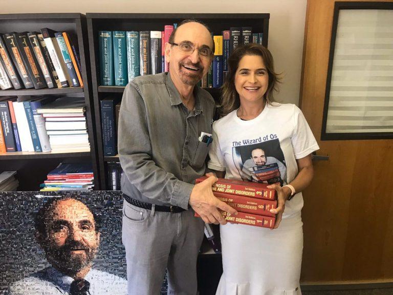 Radiologista norte-americano Donald Resnick ministra aula em Pernambuco