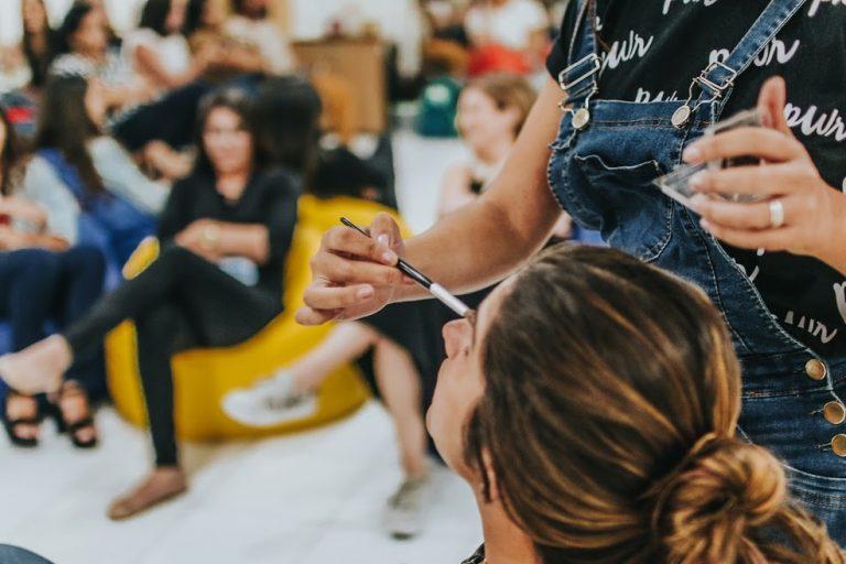 Cais do Sertão promove sessão de maquiagem para o Carnaval
