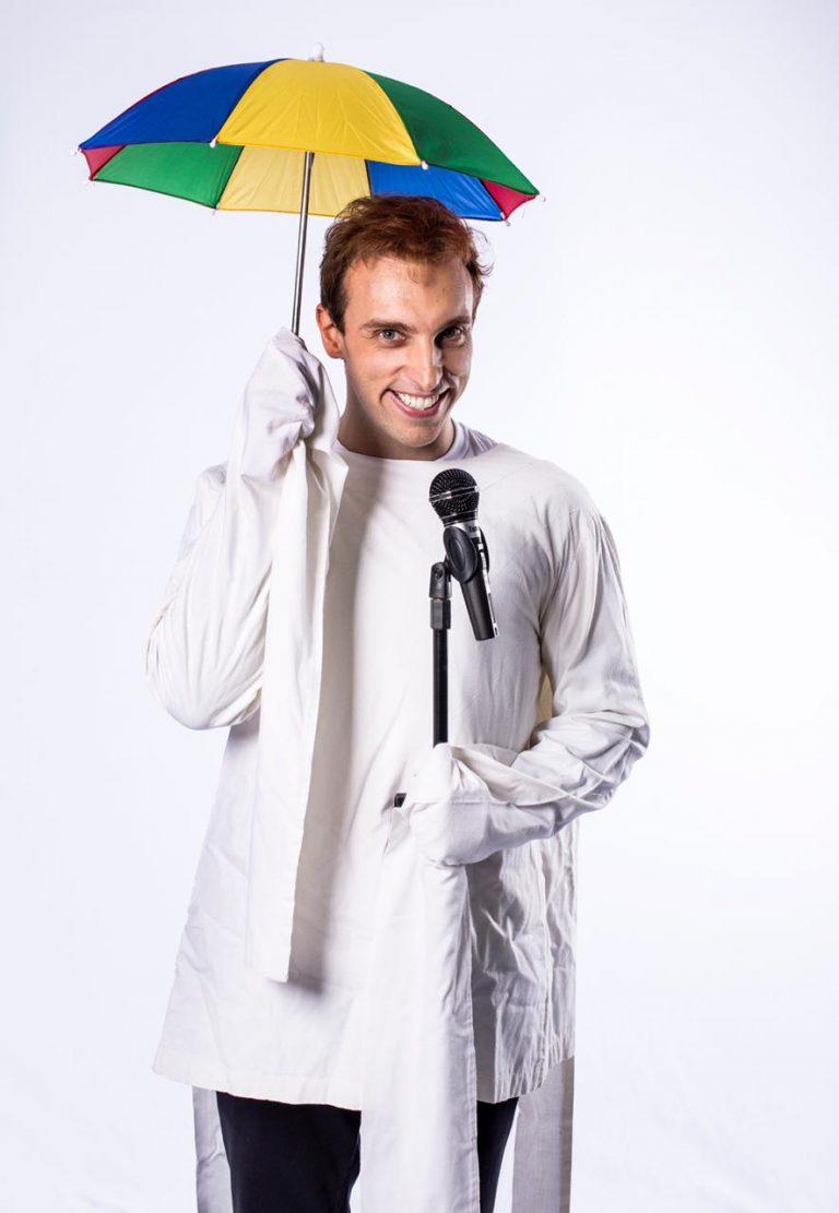 """Léo Lins, do """"The Noite com Danilo Gentil"""", fará estreia de novo espetáculo no Teatro Guararapes"""