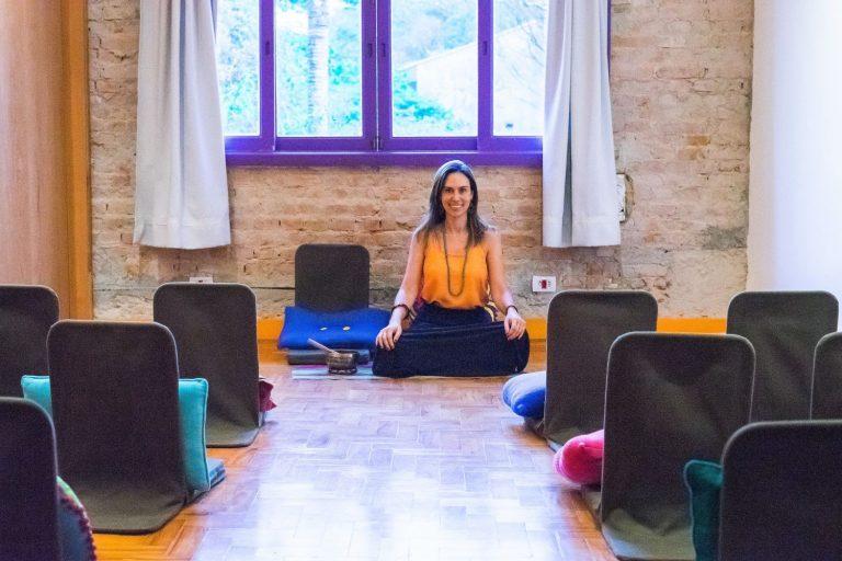 Para conter ansiedade, especialista realiza meditação online gratuita