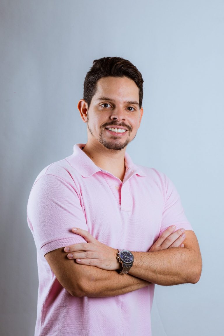 Rosalvo Tavares, da Agência Delux, comanda provas de empreendedorismo junto com ex-participante do O Aprendiz