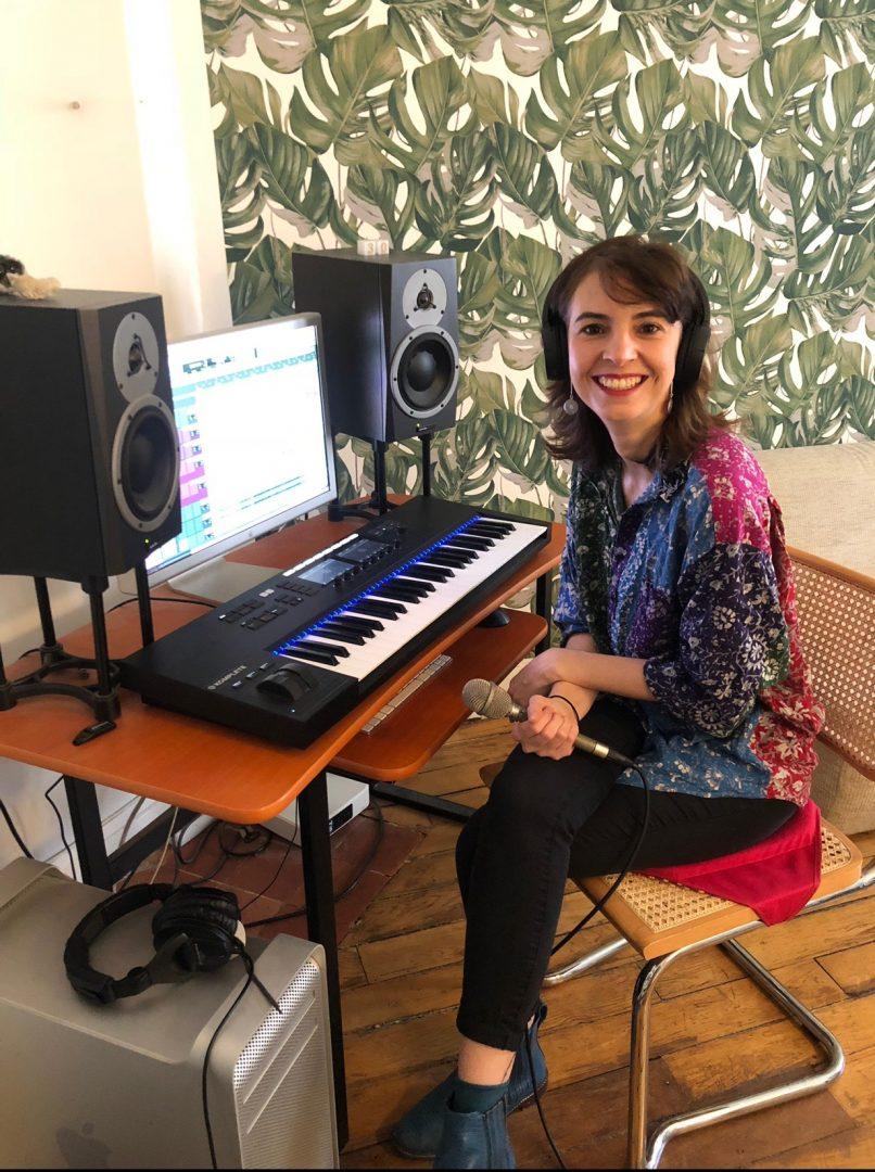 Programa Cenas do Mundo apresenta músicas e curiosidades no rádio