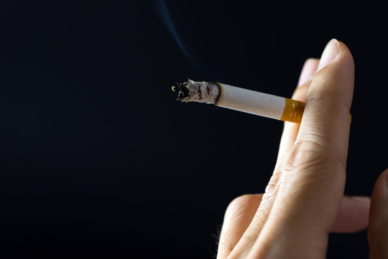 Aumento no consumo de cigarro durante a pandemia pode elevar incidência de câncer de pulmão no Brasil, alertam especialistas