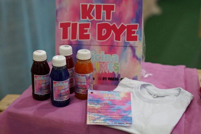 Kits para fazer camisetas tie dye em casa são tendência do momento