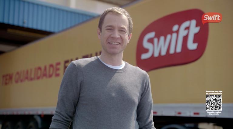 Swift estreia campanha de TV com Tiago Leifert