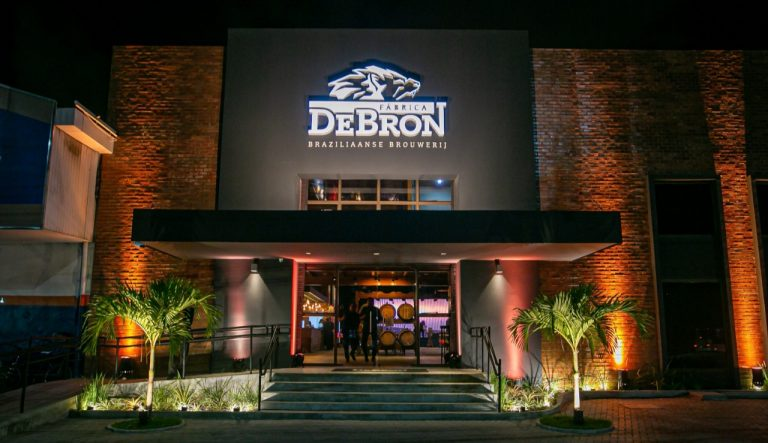 DeBron Bier promove tour cervejeiro na fábrica