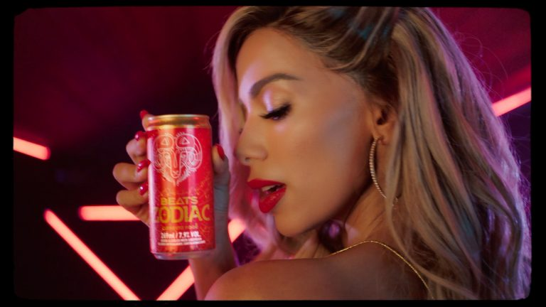 Anitta celebra sucesso de Beats Zodiac