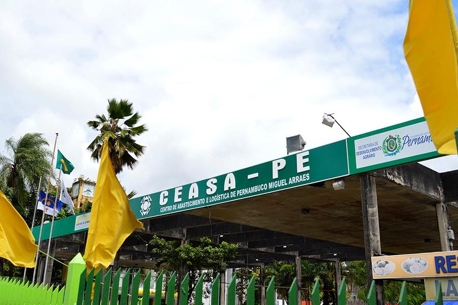 Ceasa-PE distribui mais de 10 mil máscaras e 700 litros de álcool em gel em parceria com a Solar Coca-Cola