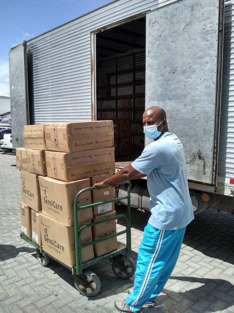 Solar Coca-Cola doa 27 mil pares de luvas cirúrgicas para Secretaria de Saúde de Pernambuco