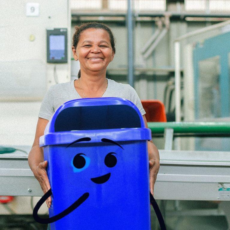 Ambev transforma resíduos do Carnaval do Recife de 2020 em lixeiras para doar à cidade