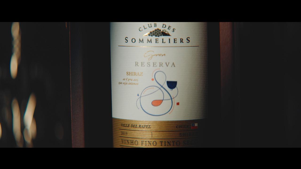 Campanha de Club des Sommeliers destaca que beber vinho não precisa ser complicado
