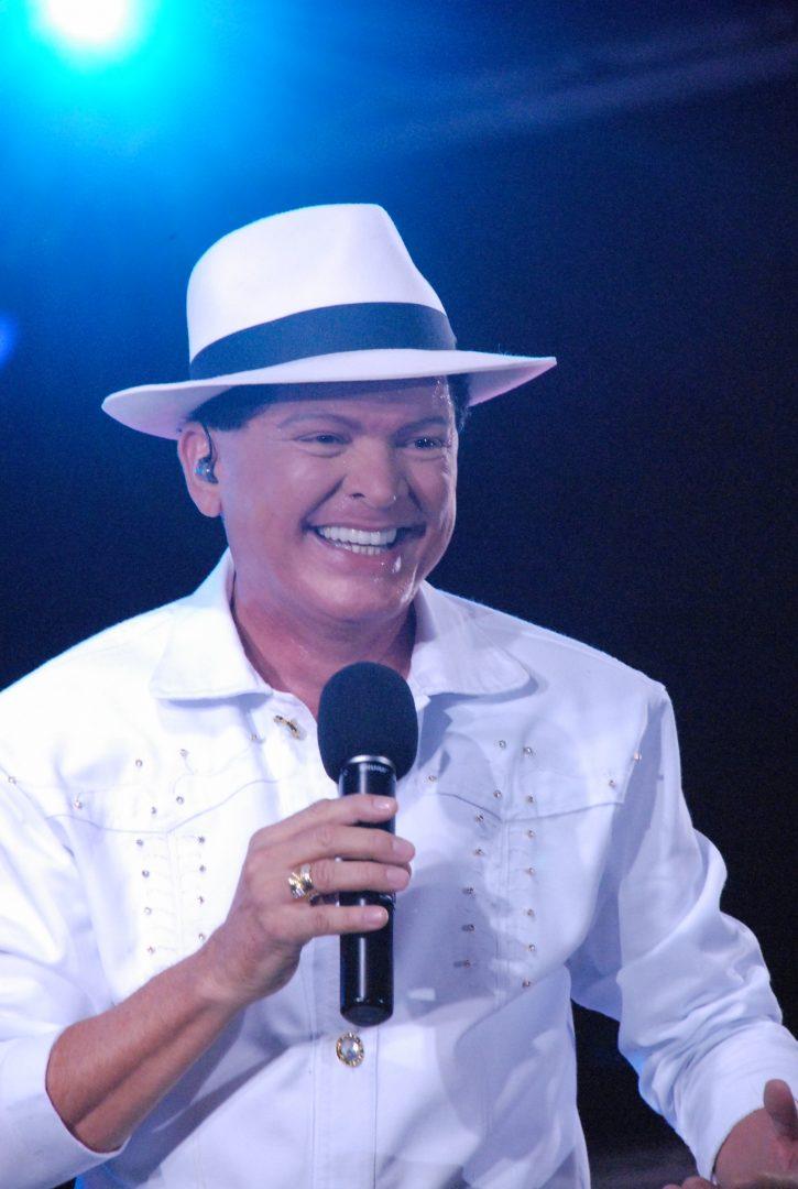 Brilux patrocina live junina com Alcymar Monteiro na noite do São João