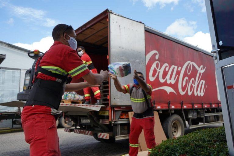 """Em Pernambuco, campanha """"Por Todas as Mesas"""" da Solar Coca-Cola doa mais de 28 mil litros de água e sucos para instituições"""