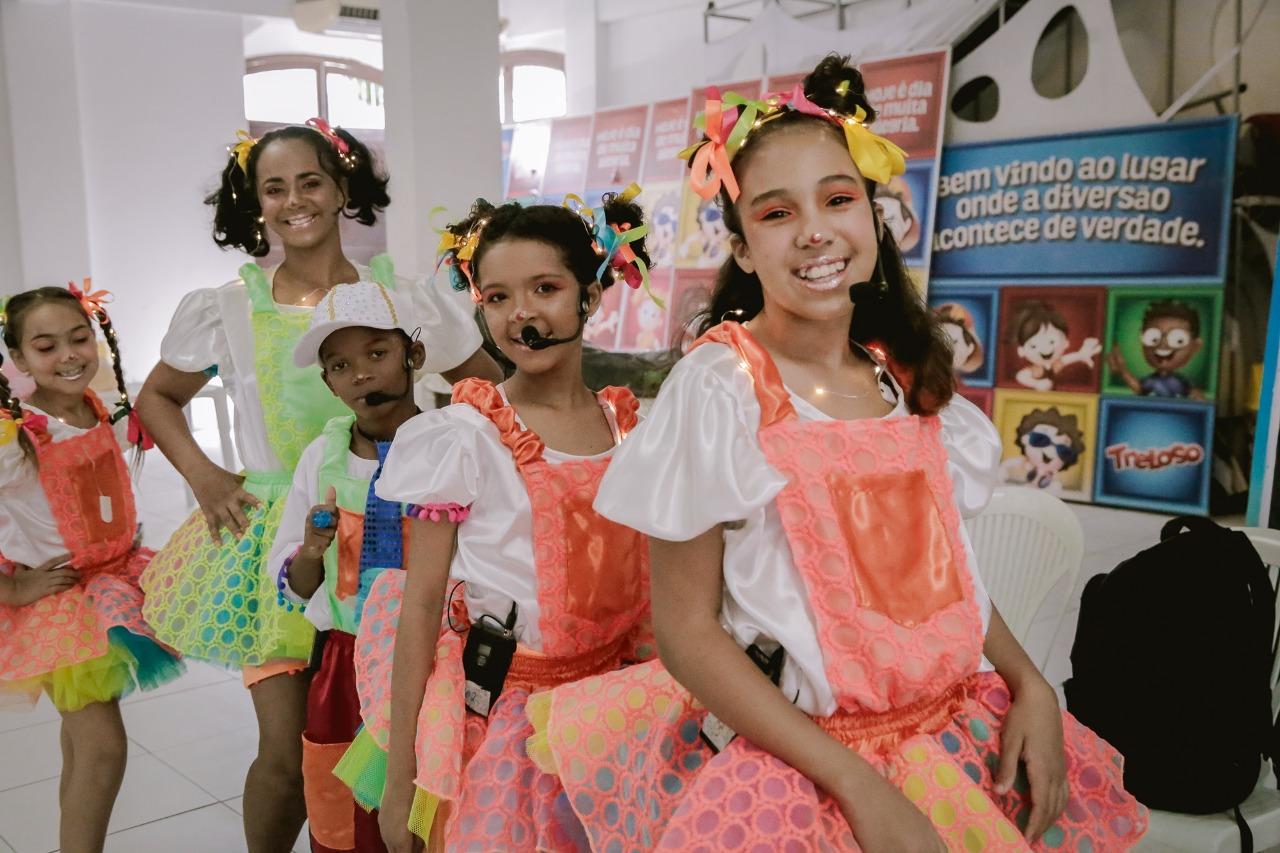 Aldeias Infantis SOS Brasil disponibiliza na internet série de oficinas com arte-educadores do Projeto Fortalecer, vídeos contam com intérprete de Libras