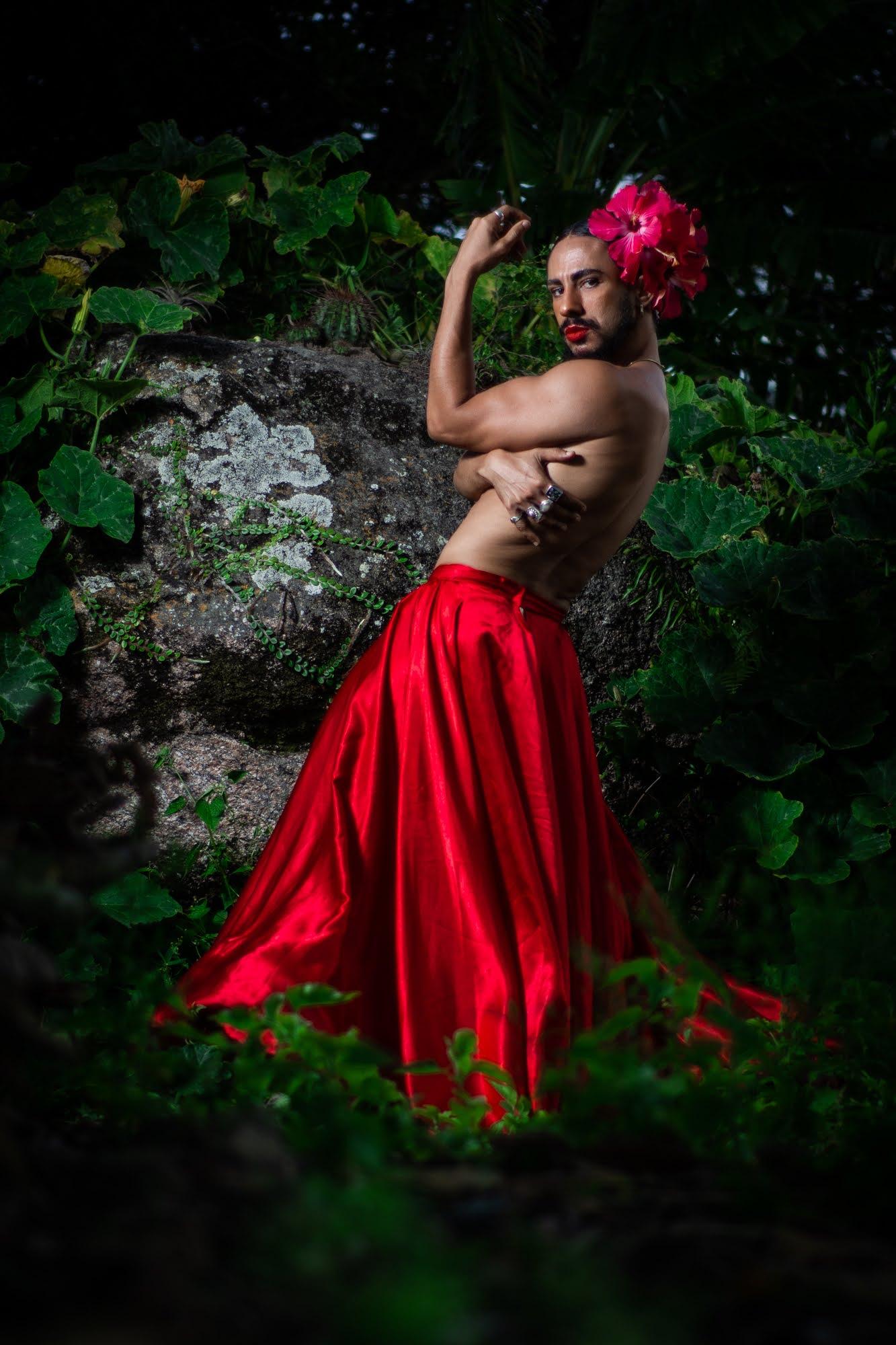 Ciel Santos apresenta pocket show no Miss Universo Pernambuco 2021